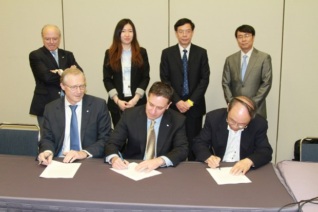 Signing of LNG19 contract